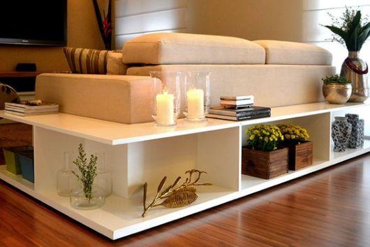 móvel planejado ao redor de sofá da sala de TV