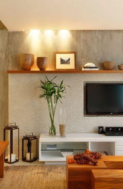 móvel planejado branco embaixo de televisão com prateleira em cima