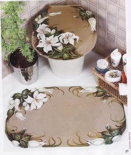 tapete emborrachado pintado a mão no banheiro