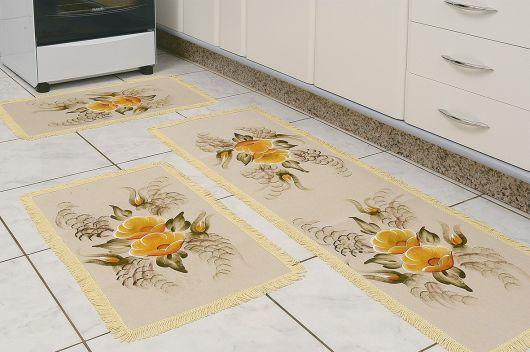 tapete emborrachado bege com flores na cozinha