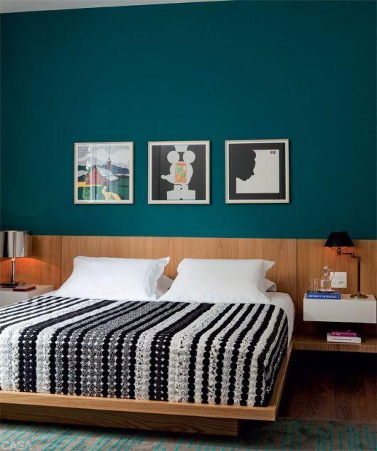 quarto com parede colorida
