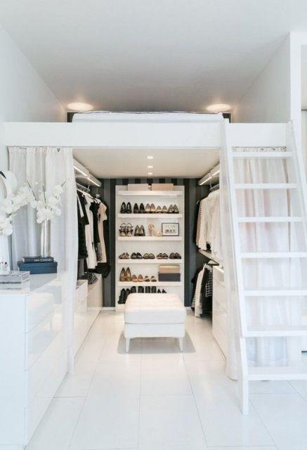 cama elevada com closet