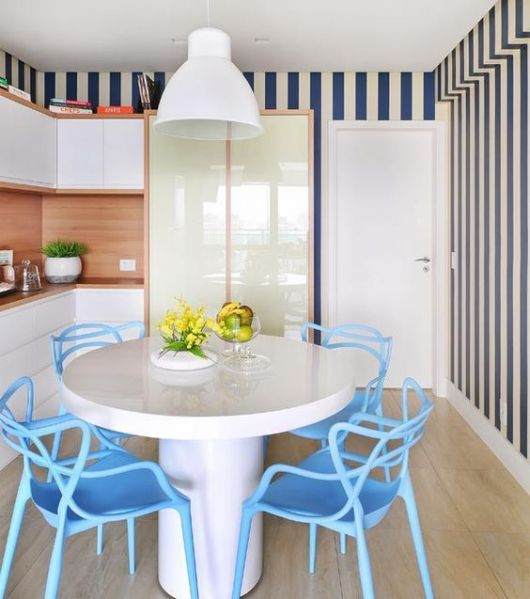 cozinha azul e branca
