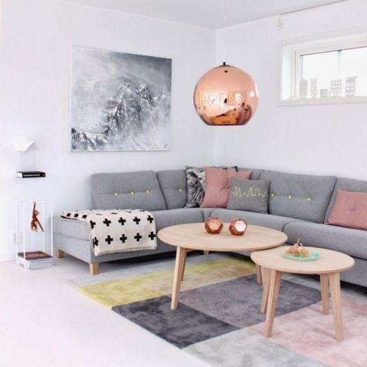 sala com sofá de canto cinza