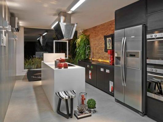 cozinha com tijolo a vista aparente