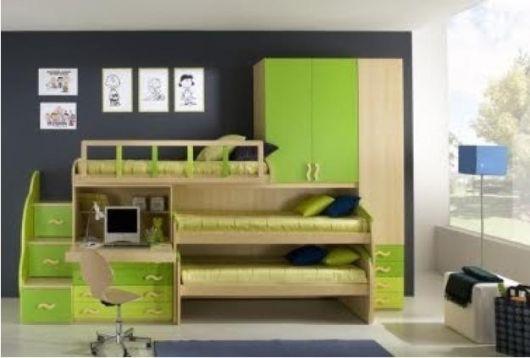 Treliche embutido com detalhes em madeira e verde-limão.