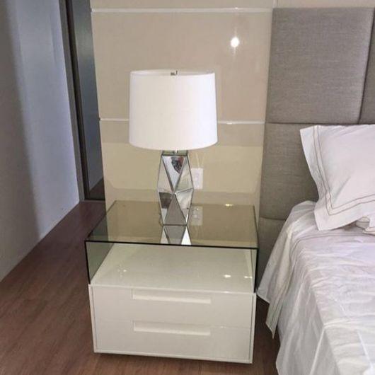 abajur para quarto de casal com base espelhada