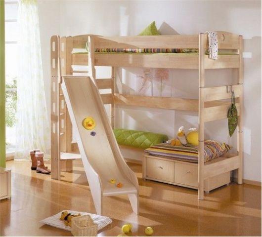 cama alta com escorregador e gavetas na parte de baixo