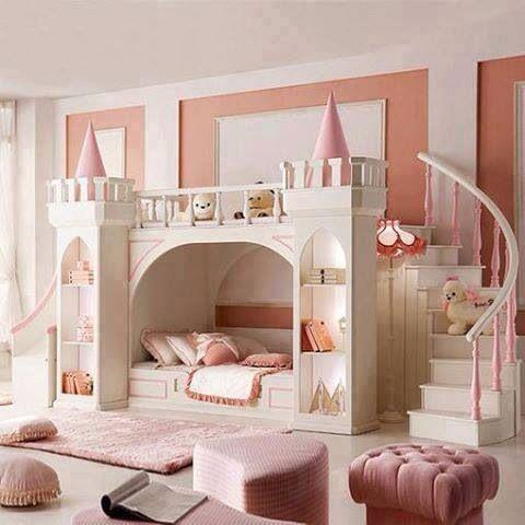 beliche com escorregador em formato de castelo