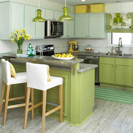 Modelo de cozinha verde musgo e mais claro, com marmores cinza.