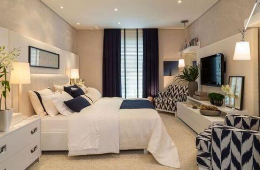 poltronas para quarto de casal estampadas em azul e branco