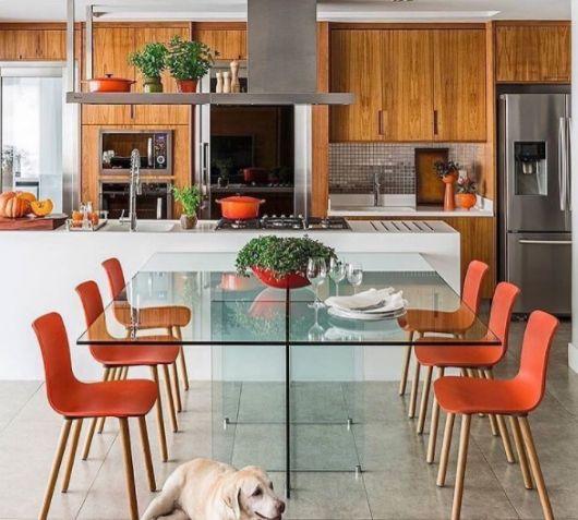 cozinha com mesa de vidro