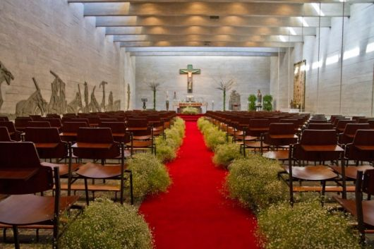 decoração dia com tapete vermelho