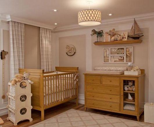 quarto com móveis de madeira