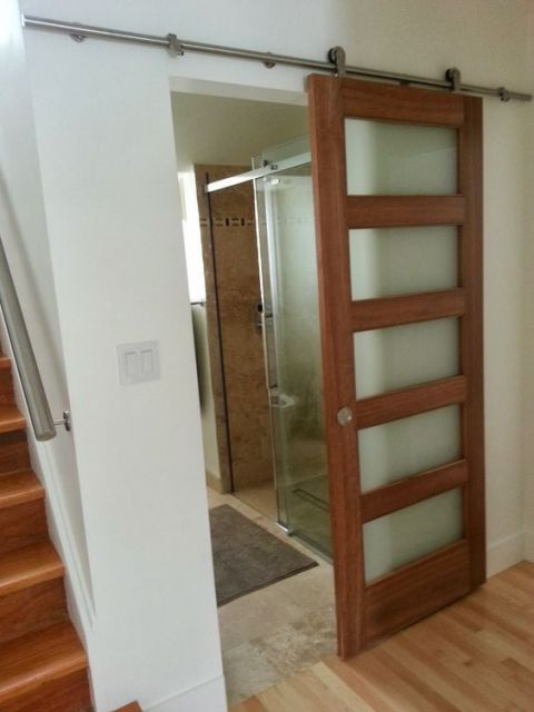 53 portas de correr de madeira lindas diferentes e modernas for Puertas para oficinas precios