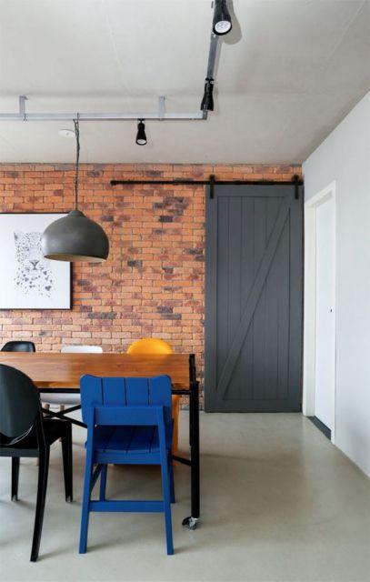 sala de jantar com tijolo à vista
