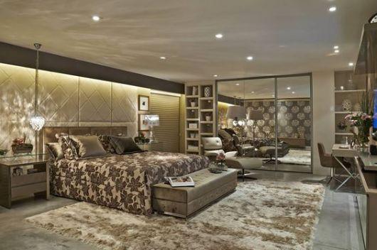 quarto de casal com tapete