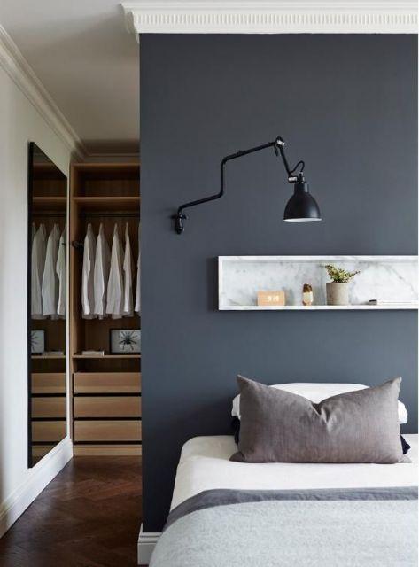 quarto com parede cinza