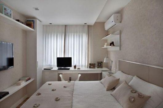 quarto pequeno com home office