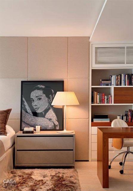 quarto em preto branco de Audrey Hepburn em quarto de casal