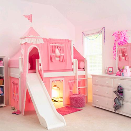 cama com cabana e castelo