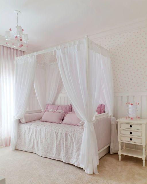 quarto decorado cama dossel