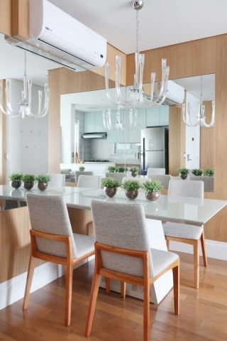 sala de jantar com mesa de 4 lugares