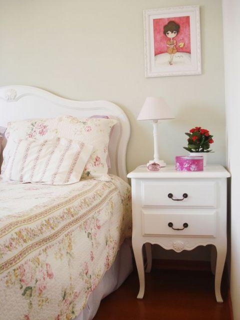 cama e criado-mudo provençal