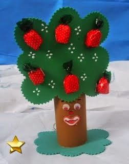 árvore de EVA com balas como maças