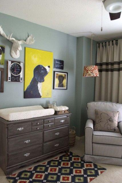 Espaço com diferentes cores para quarto de bebê.