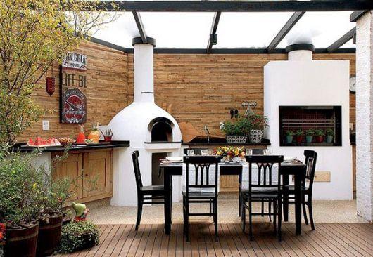cozinha externa com churrasqueiras brancas