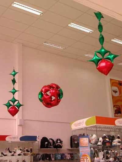 balões natalinos em loja