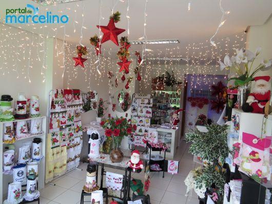 decoração de natal para lojas com luzinhas no teto