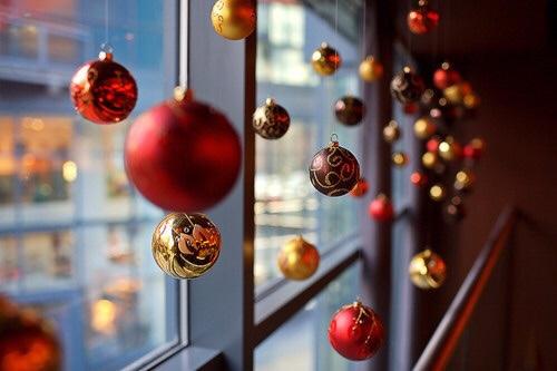 decoração de natal para lojas com bolas decorativas