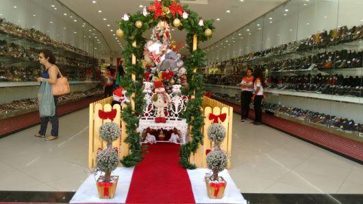 decoração de Natal em loja de calçados