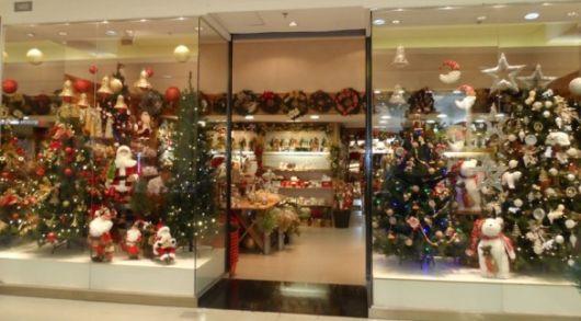 decoração com árvores de Natal em vitrines para lojas