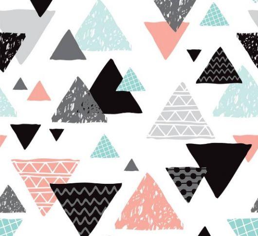 Papel de parede com sobreposições de triângulos pretos, cinzas, rosa e azuis.