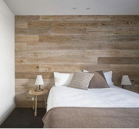 papel de parede de madeira em quarto branco e bege