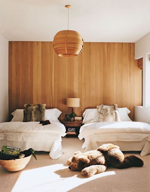 papel de parede de madeira em quarto minimalista