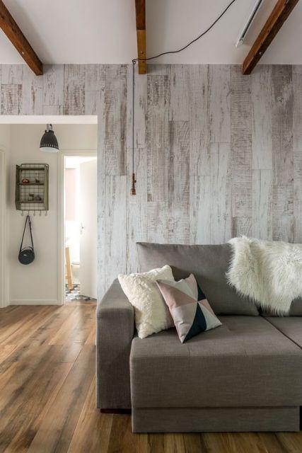 papel de parede de madeira clara em sala