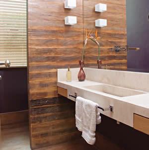 papel de parede de madeira no banheiro