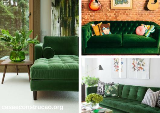 sofás de veludo verde com botões aparentes