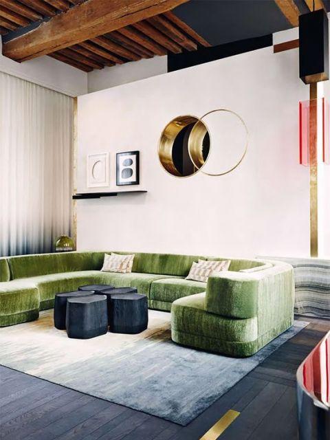 sofá de veludo verde redondo