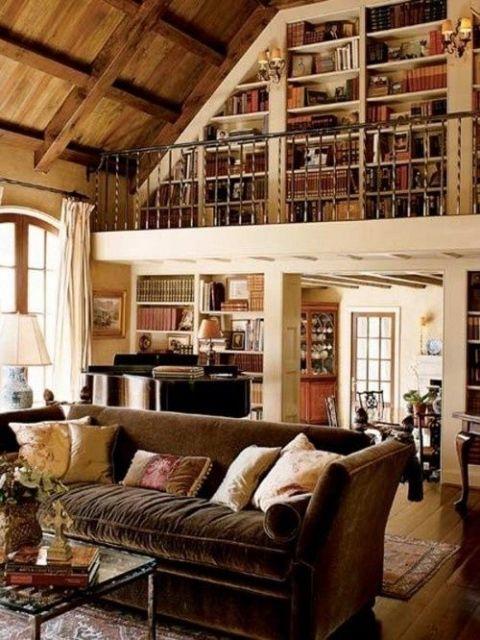 sofá de veludo marrom em ambiente rústico