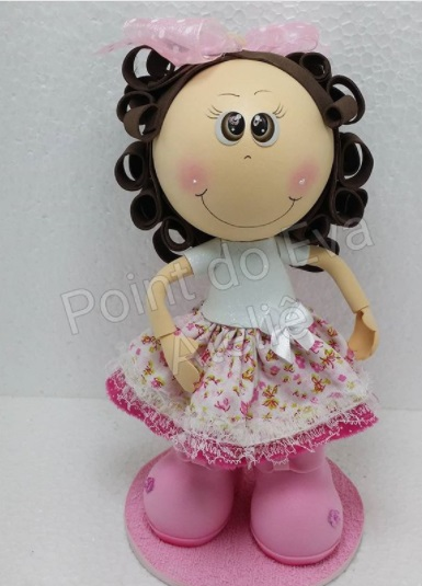 boneca com cabelo cacheado