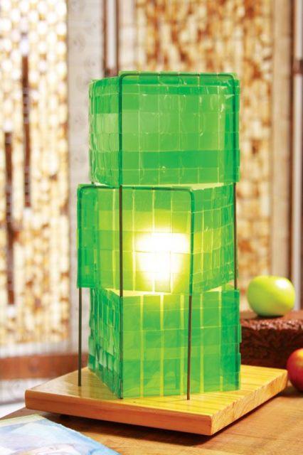 luminária de garrafa PET verde