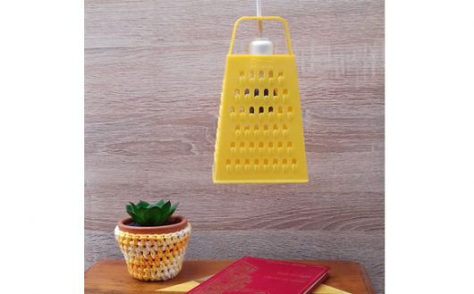 luminária para cozinha de ralador amarelo