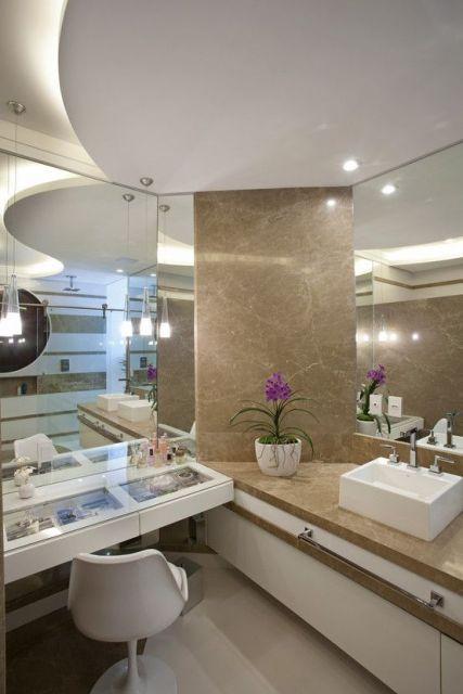 banheiro com penteadeira
