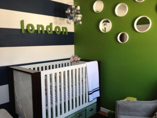 quarto de bebê verde decorado com azul