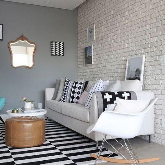 sala cinza e branca